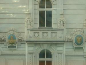 Na nekadašnjoj zgradi Austriske ratne mornarice u Beču još danas se mogu vidjeti grbovi Hvara I Kopra.